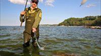 Рыбак и пойманная рыба