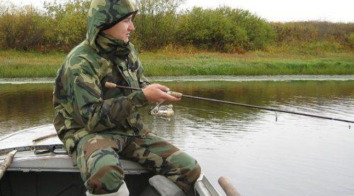 Рыбак в костюме