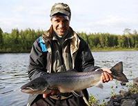 Семга, рыбак, река