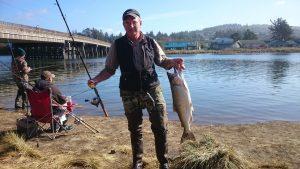 Рыбак с уловом